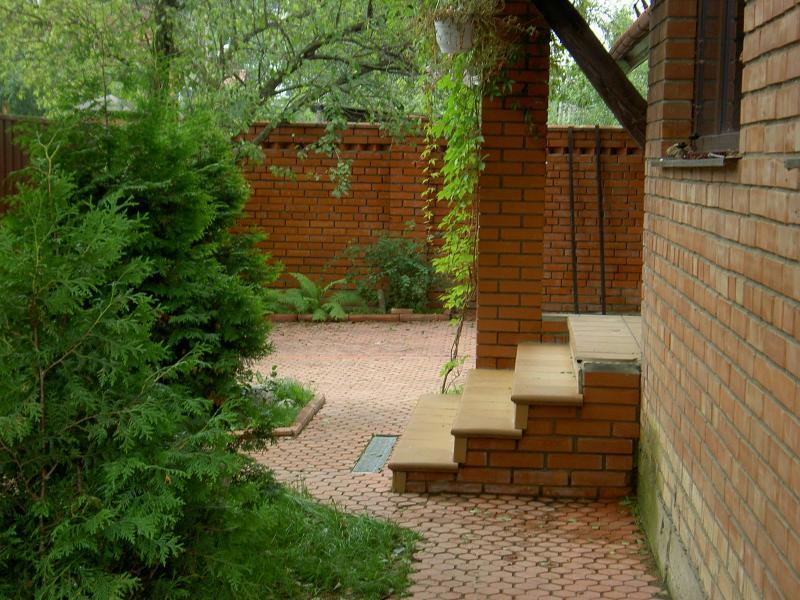 Крыльцо.  Кудряшка Сью Уголки в саду.  85281.