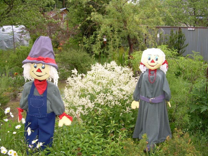 Делаем своими руками огородное пугало